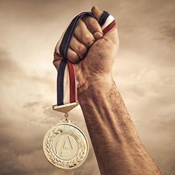 Médailles et diplomes remis par la Chambre de Métiers et de l'Artisanat de l'Ain en promotion de la formation